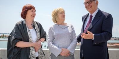Yvonne Farrell, Shelley McNamara, Paolo Baratta_Photo by Andrea Avezzu'_Courtesy of La Biennale di Venezia