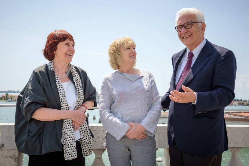 Yvonne Farrell, Shelley McNamara, Paolo Baratta_Photo by Andrea Avezzu'_Courtesy of La Biennale di Venezia